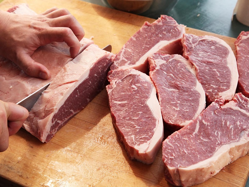cara potong daging beku